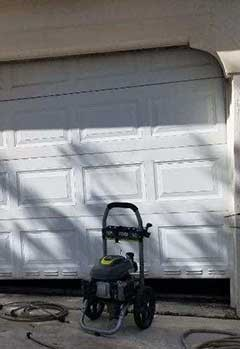 Garage Door Off Track Near Rockville Centre